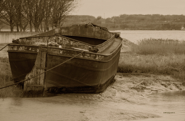 Old Barge by MikeGoffin