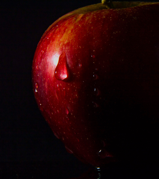 A Crisp Apple by MikeGoffin