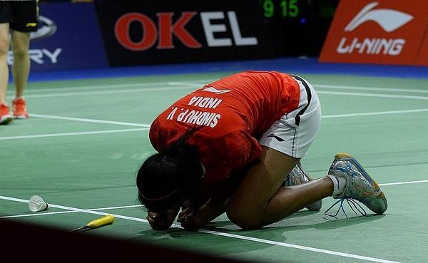 P.V.Sindhu på knä efter seger by BadmintonSweden