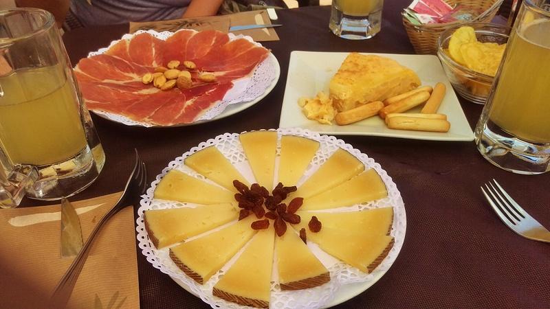 jamón, tortilla de patatas, queso, clara con limón