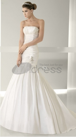 Strapless-Wedding-Dresses-satin-straight-neckline-bodice-empire-new-strapless-wedding-dresses-bmz_cache-9-9d397f71d4516725473044