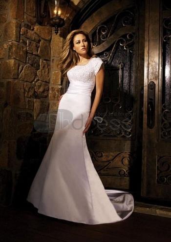 Vintage-Wedding-Dresses-Mermaid-Square-Neckline-Chapel-Train-vintage-wedding-dresses-bmz_cache-f-fb7410394d9a89b8f6029408cf9306e by RobeMode