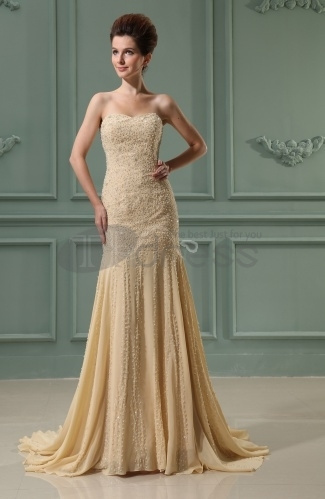 Long-Evening-Dresses-Sweetheart-Sleeveless-Chiffon-Chapel-Train-Bridal-Gowns-bmz_cache-7-7fa92158d88ed991822125e3bfc1d625.image. by RobeMode