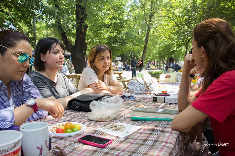 Yasemin Önder_Kitap Ağacı, Kurtuluş Parkı, Pazar 22-06-14_21