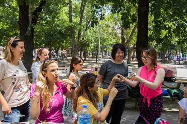 Yasemin Önder_Kitap Ağacı, Kurtuluş Parkı, Pazar 22-06-14_11 by Mike van der Lee