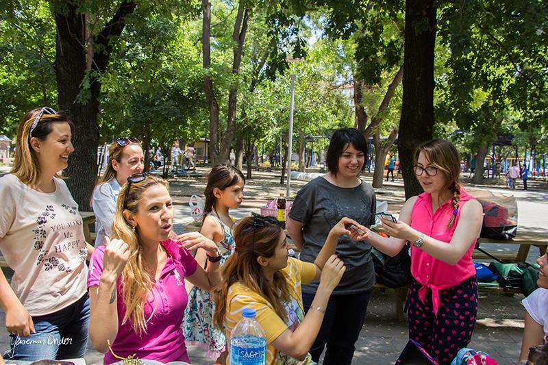 Yasemin Önder_Kitap Ağacı, Kurtuluş Parkı, Pazar 22-06-14_11