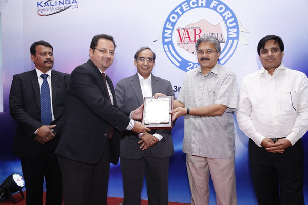 ajay-kaul-geo-head-dell-india-receives-brand-of-excellence-award-from-savitur-prasad-Principal- integrated-financial-adviser-arm by Varindia