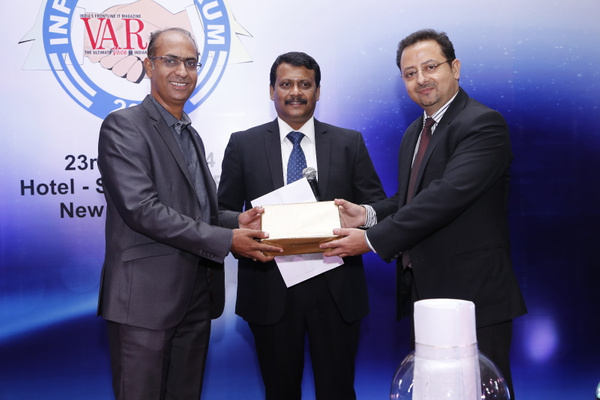 ajay-kaul-geo-head-north-channel-leader-dell-india-handed-lucky-draw -at-12th-varindia-it-forum-2014 by Varindia