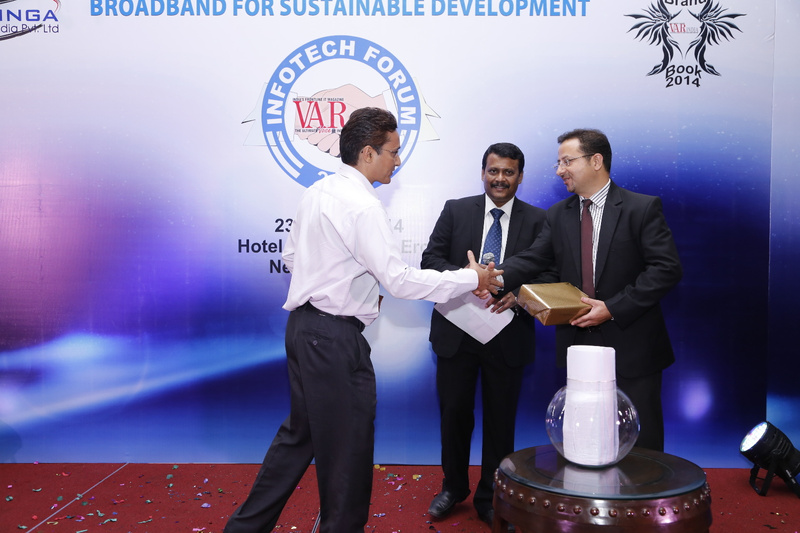 deepak-sahu-ajay-kaul-with-the-lucky-draw-winner-at-12th-varindia-it-forum-2014
