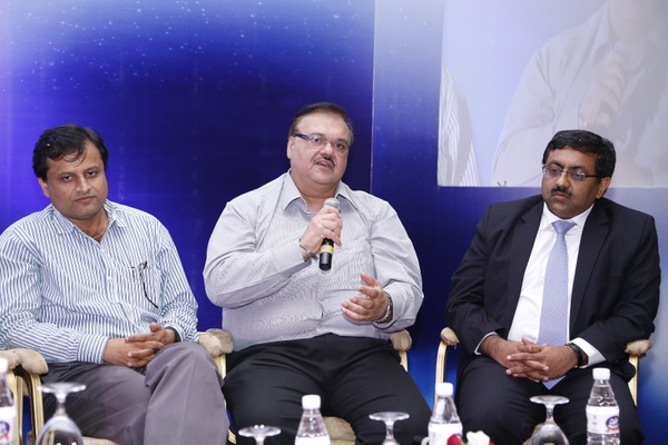 harolddcosta-hpsbawa-mukulmathur-at-panel-discussion-12th-varindia-it-forum-2014 by Varindia