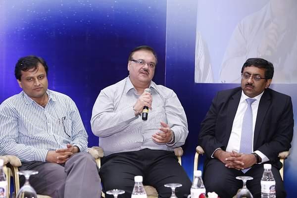 harolddcosta-hpsbawa-mukulmathur-at-panel-discussion-12th-varindia-it-forum-2014