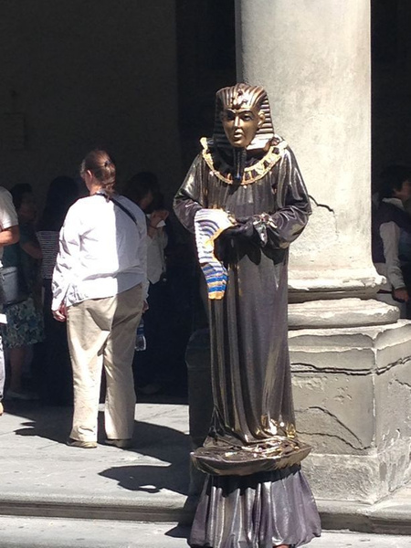 Living statue outside Uffizzi gallery by BradAndDebbie