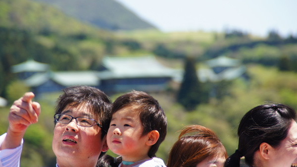 Showing to son - Hakone by luis0093