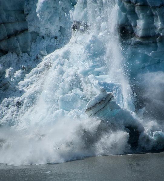 Glacier Calving by MelanieLewert