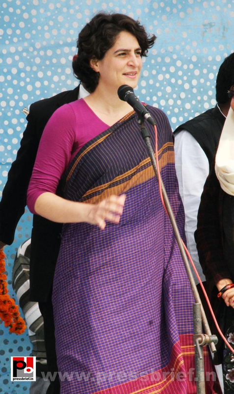Latest Photos of Priyanka Gandhi (12)