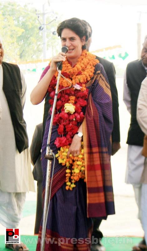 Latest Photos of Priyanka Gandhi (16)