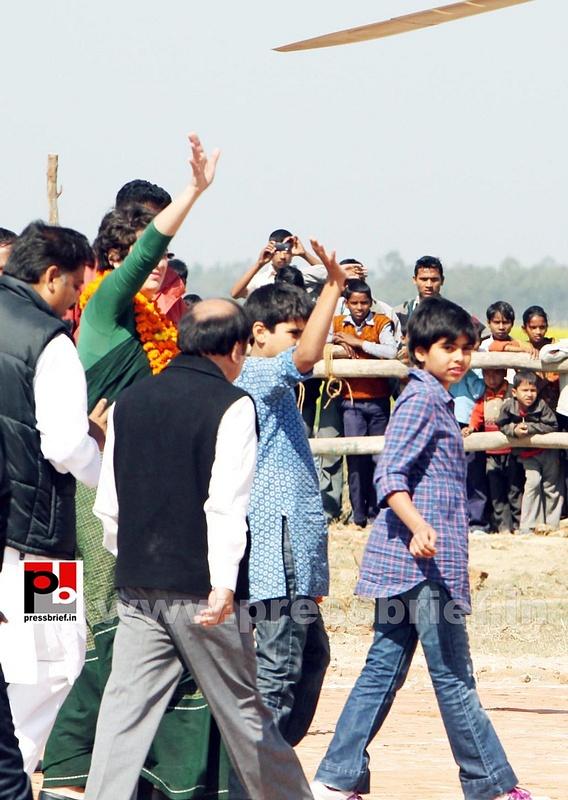 Congress star campaigner Priyanka Gandhi (18)