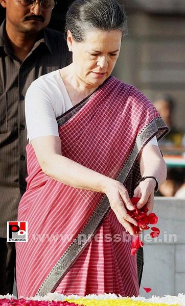 Sonia Gandhi pays tribute to Mahatma Gandhi (1) by...