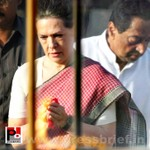 Sonia Gandhi pays tribute to Mahatma Gandhi