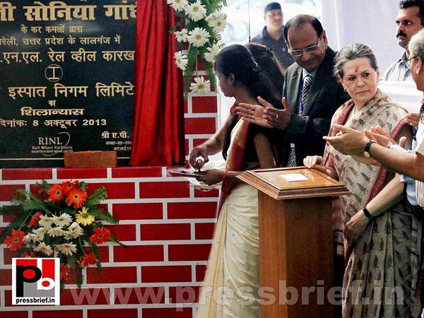 Sonia Gandhi & Priyanka Gandhi visit Raebareli (3) by...
