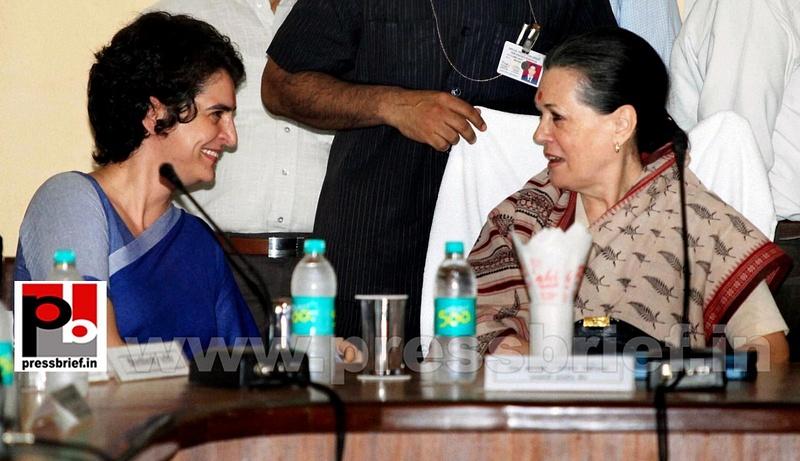 Sonia Gandhi & Priyanka Gandhi visit Raebareli (4)