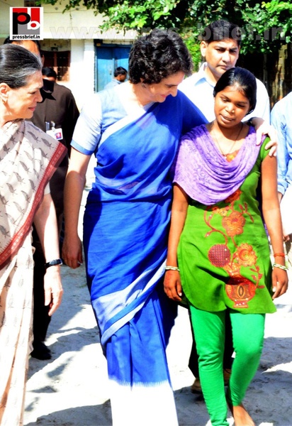 Sonia Gandhi & Priyanka Gandhi visit Raebareli (10) by...