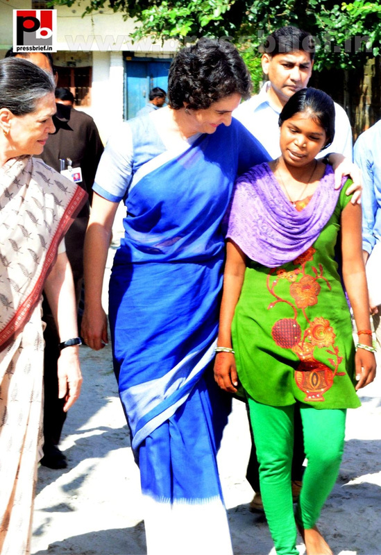 Sonia Gandhi & Priyanka Gandhi visit Raebareli (10)