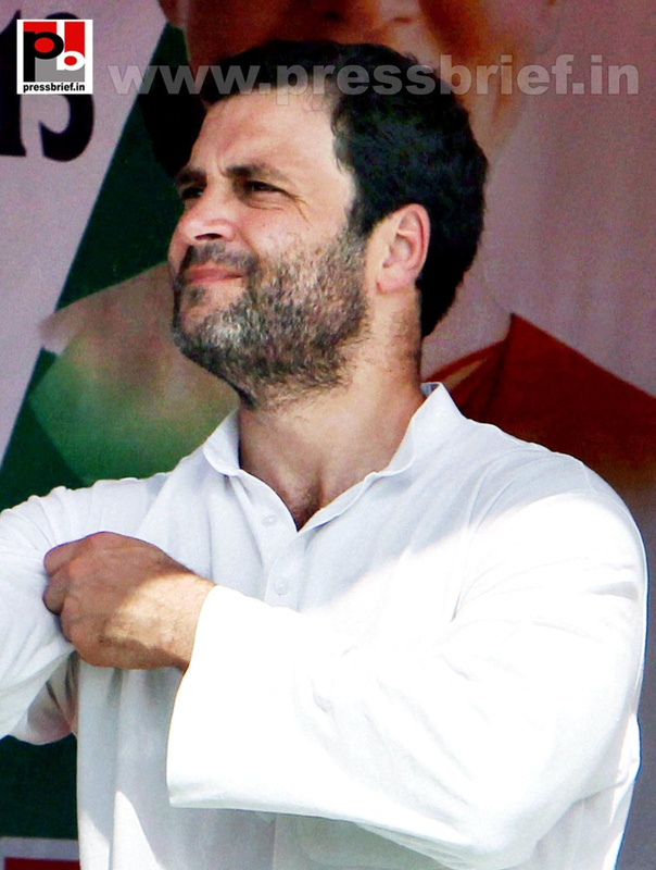 Rahul Gandhi in Aligarh; seeks support for Congress (2)