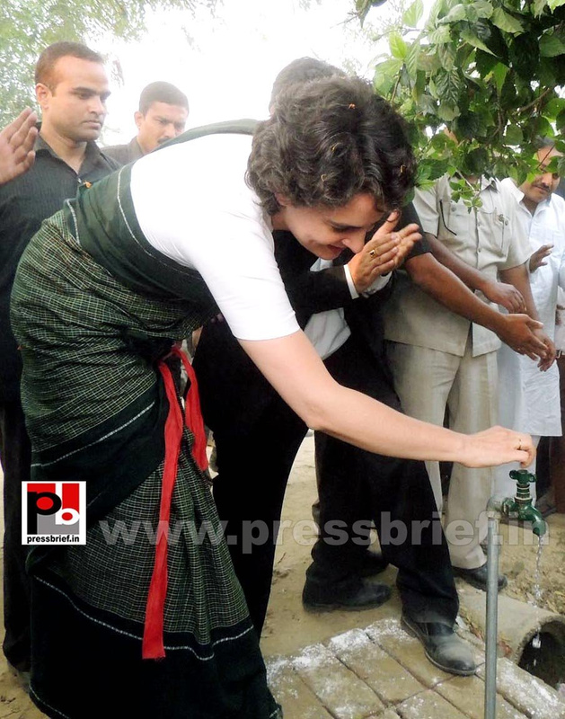Priyanka Gandhi visits Raebareli (2)