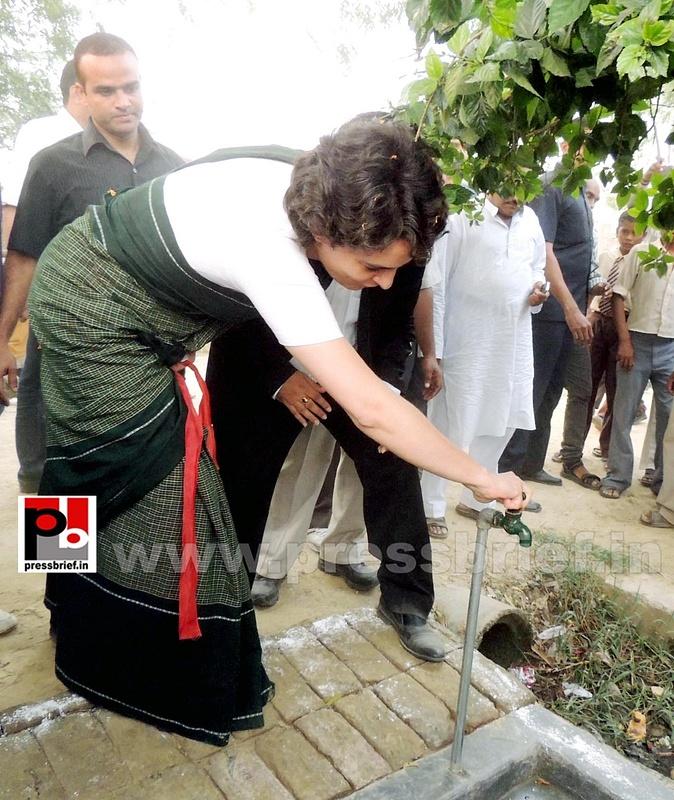 Priyanka Gandhi visits Raebareli (8)