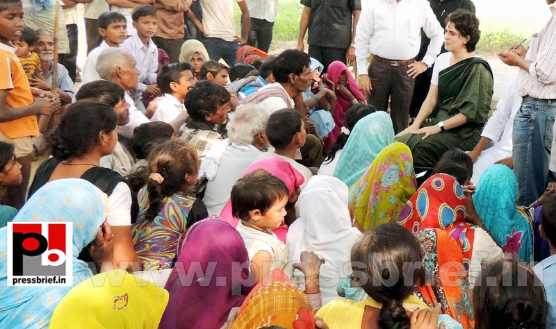 Priyanka Gandhi visits Raebareli (10)