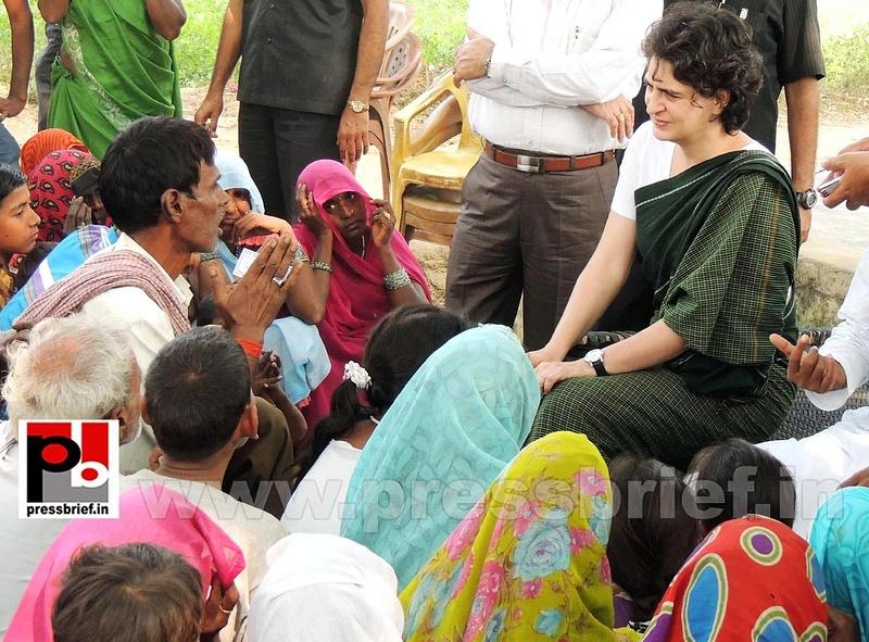 Priyanka Gandhi visits Raebareli (11)