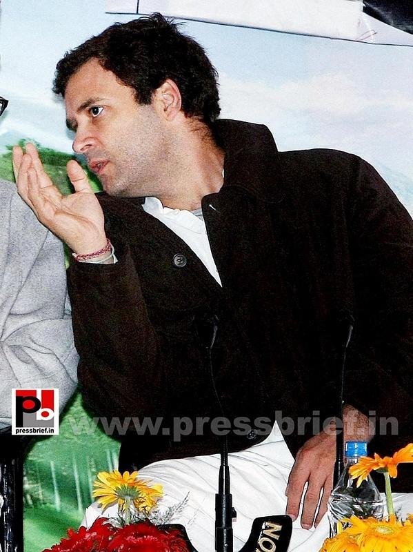 Rahul Gandhi on a two-day visit to J&K (13)