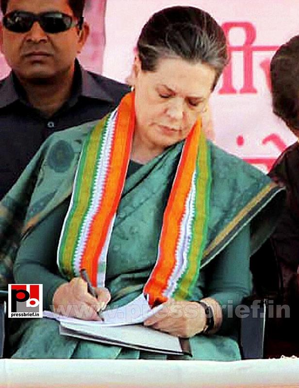 Sonia Gandhi campaigns in Chhattisgarh (2)