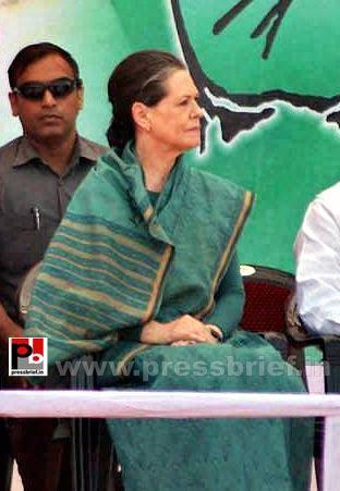 Sonia Gandhi campaigns in Chhattisgarh (4) by Pressbrief...