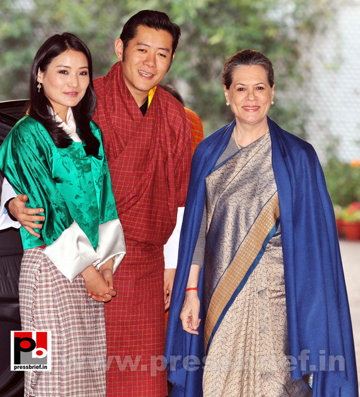 Sonia Gandhi with Butan King  (1)