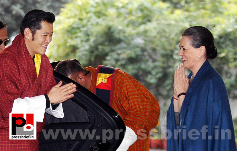 Sonia Gandhi with Butan King  (3)