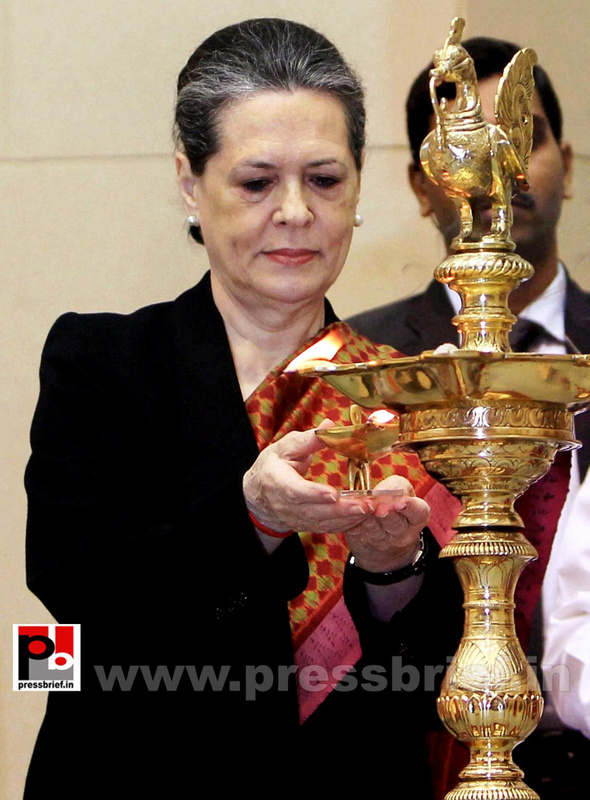 Sonia Gandhi at birth anniversary function of Vivekananda (1)