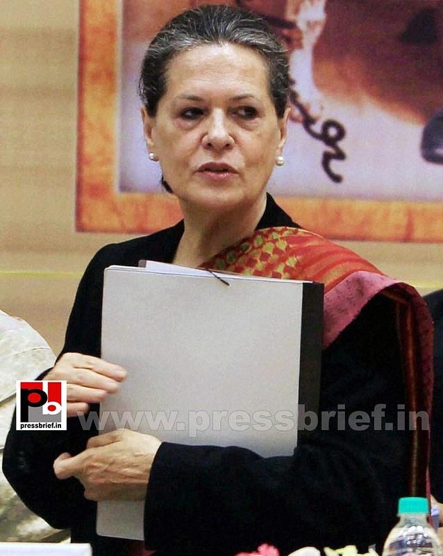 Sonia Gandhi at birth anniversary function of Vivekananda (3)
