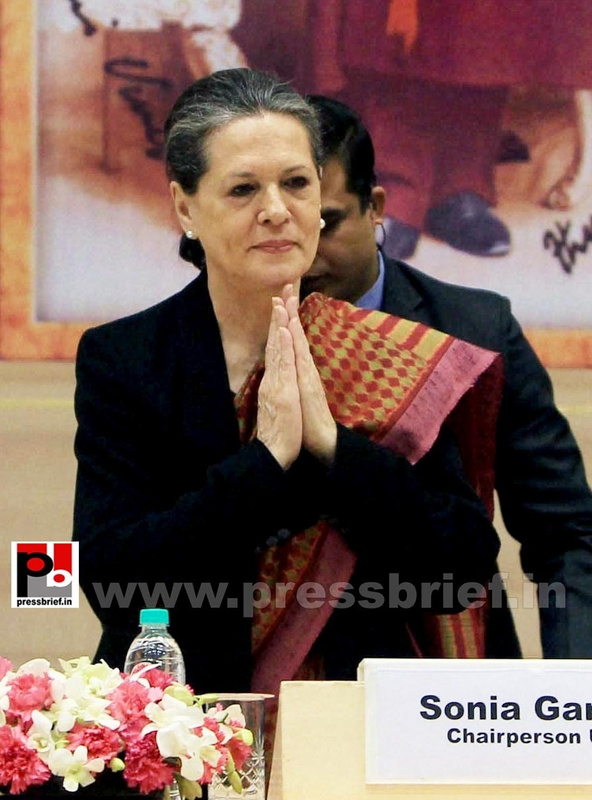 Sonia Gandhi at birth anniversary function of Vivekananda (4)