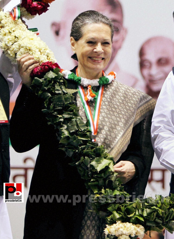 Sonia Gandhi at AICC session in New Delhi (7)