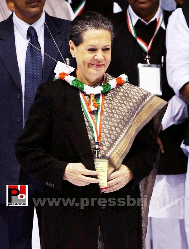 Sonia Gandhi at AICC session in New Delhi (10)