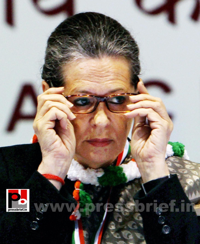 Sonia Gandhi at AICC session in New Delhi (11)