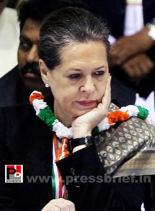 Sonia Gandhi at AICC session in New Delhi (12)