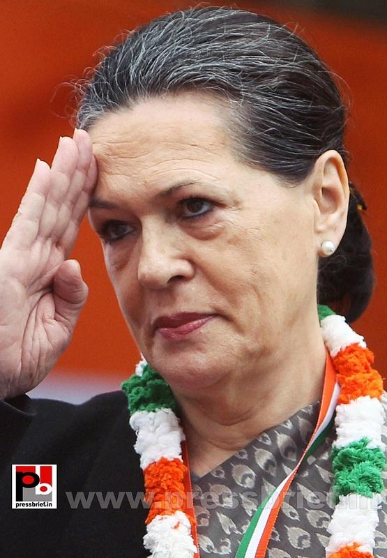 Sonia Gandhi at AICC session in New Delhi (16)
