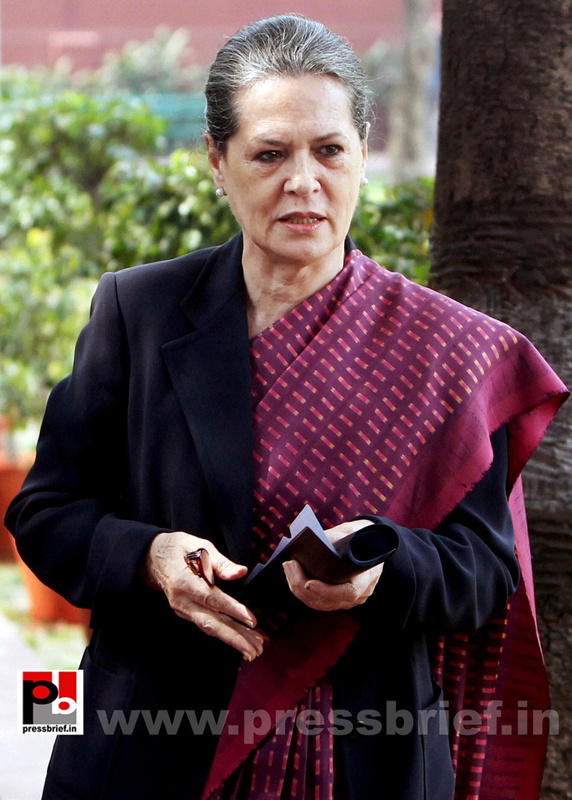 Sonia Gandhi attend campaign committee meeting (1)