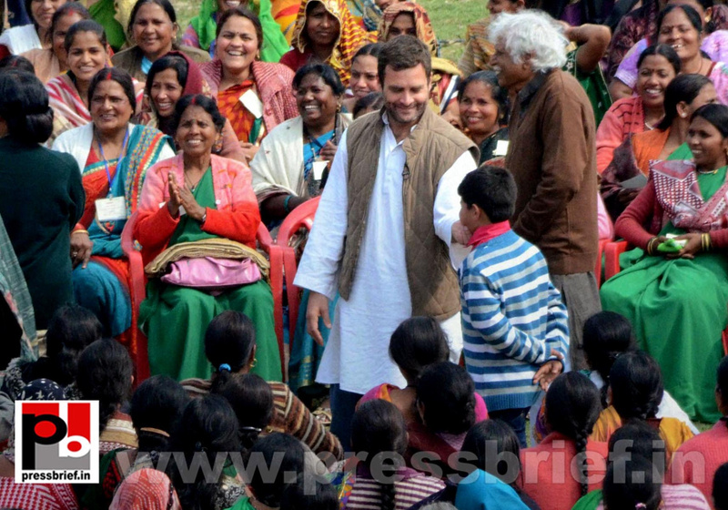 Rahul Gandhi interacts with Aanganwadi workers (4)