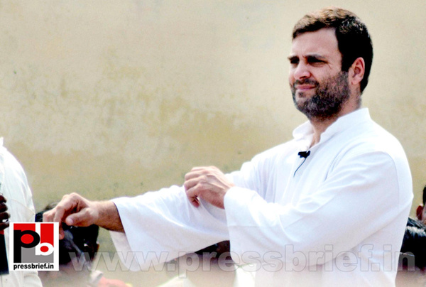 Rahul Gandhi interacts with rickshaw pullers (2) by...