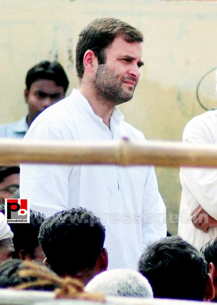 Rahul Gandhi interacts with rickshaw pullers (3) by...