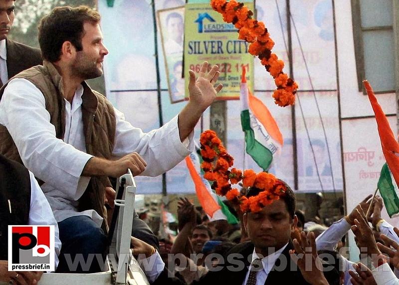 Rahul Gandhi during road show at Barabanki (3)